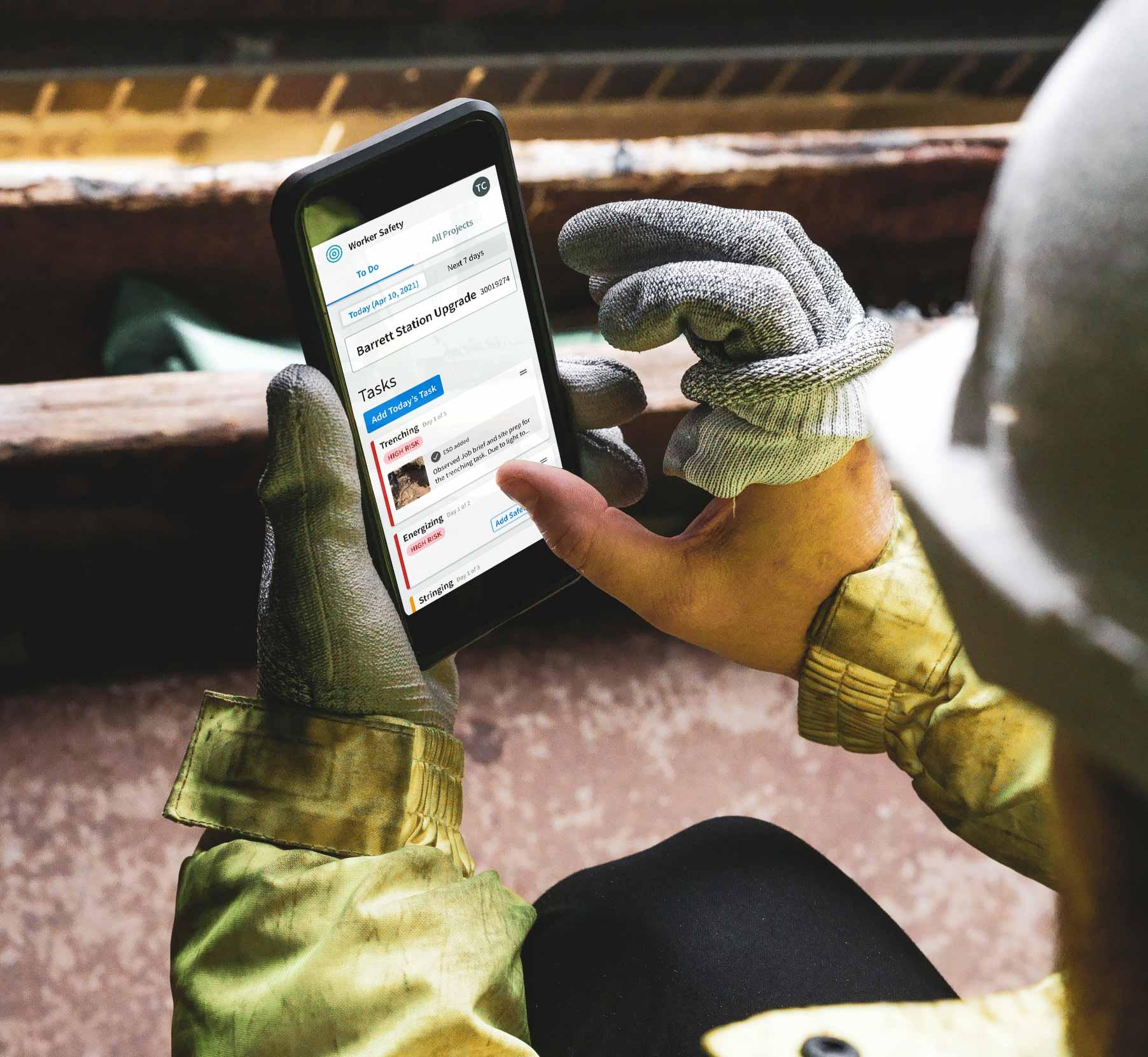 supervisor-iphone-urbint-lens-worker-safety