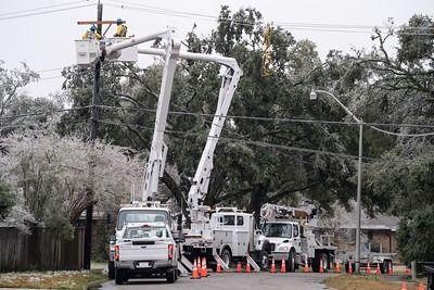 Texas utility crews woring to restore power during Texas power crisis